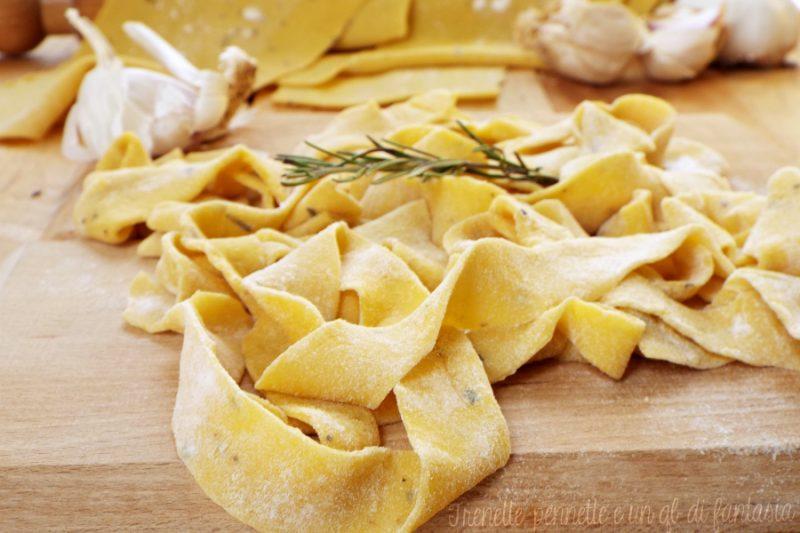 Pappardelle con aglio e rosmarino