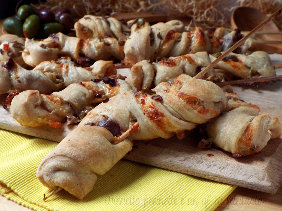 Torcetti di pizza con olive e stracchino