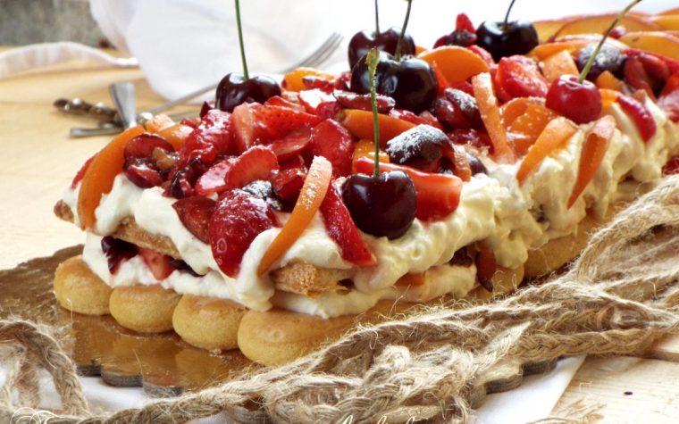 Tronchetto alla crema di mascarpone e frutta