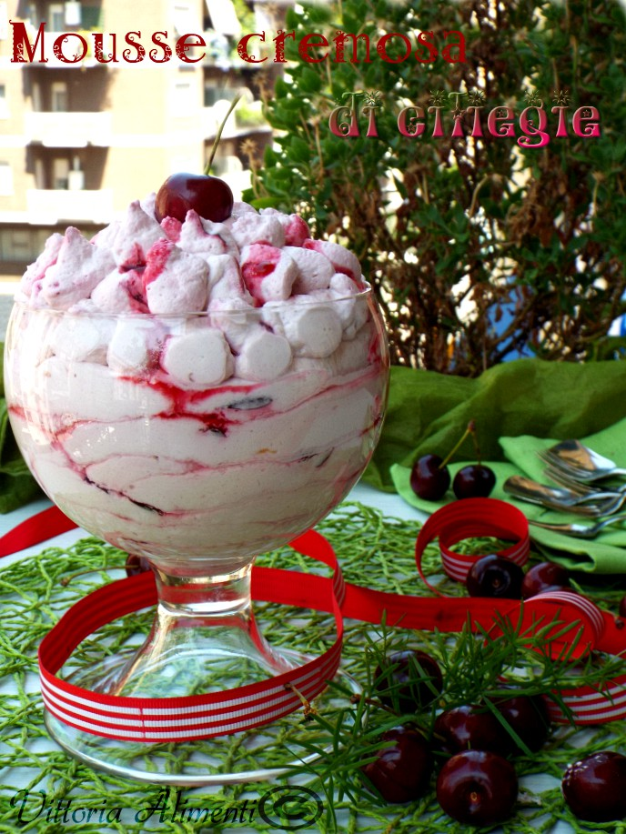 Mousse cremosa di ciliegie
