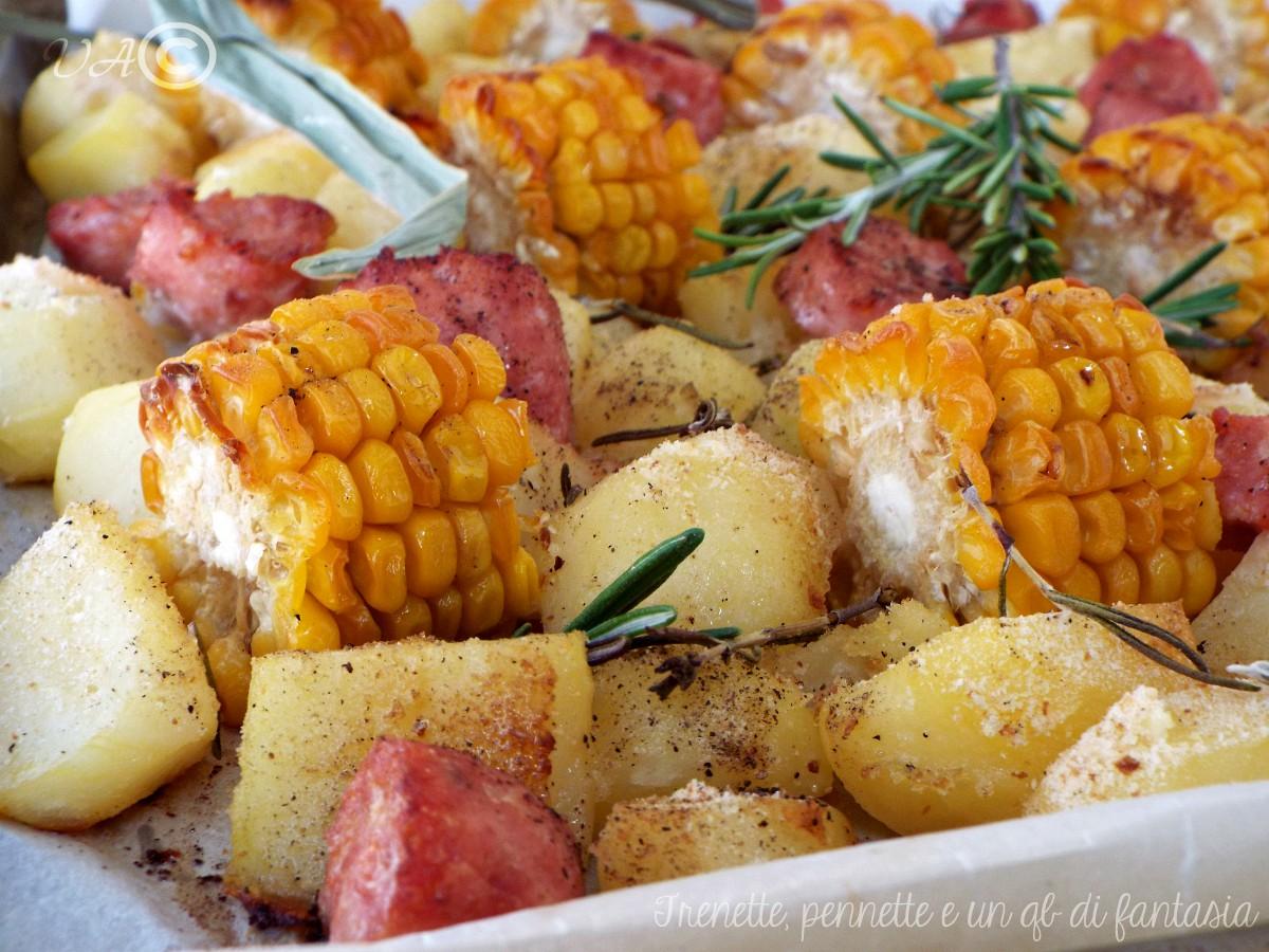 Salsicce al forno con  pannocchie