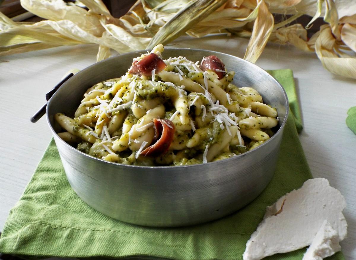 Orecchiette e maccheroncini con broccoletti
