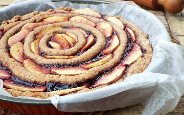 Crostata integrale mele e marmellata ai frutti rossi  frolla allo yogurt