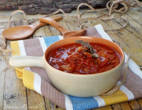 Funghi champignon in salsa di pomodoro