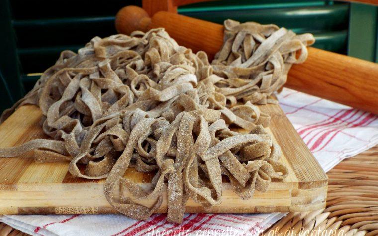 Tagliatelle fatte in casa con farina di farro