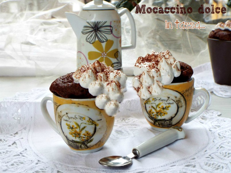 Mocaccino dolce in tazza