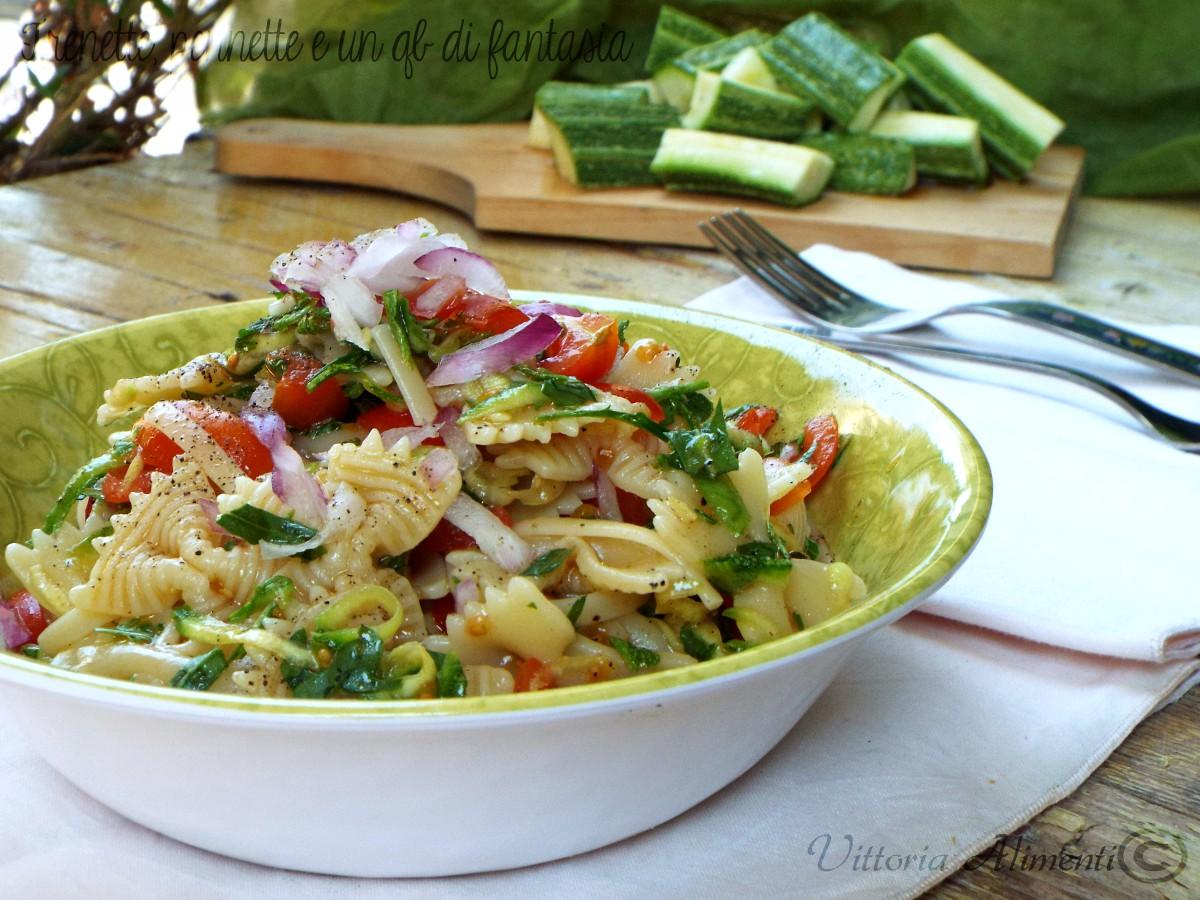 Pasta mista alla crudaiola con zucchine