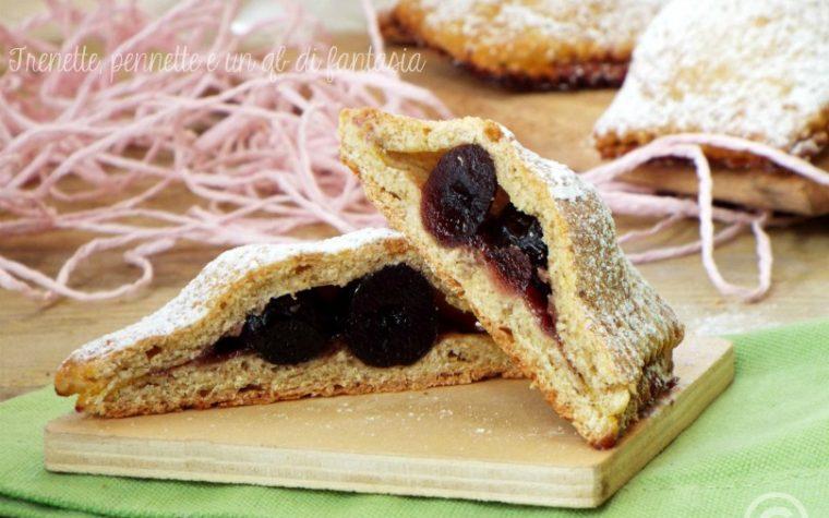 Ravioli dolci con marmellata e amarene