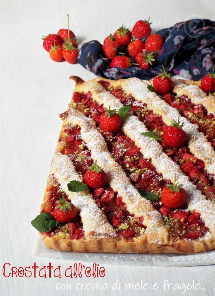 Crostata all'olio con crema di mele e fragole