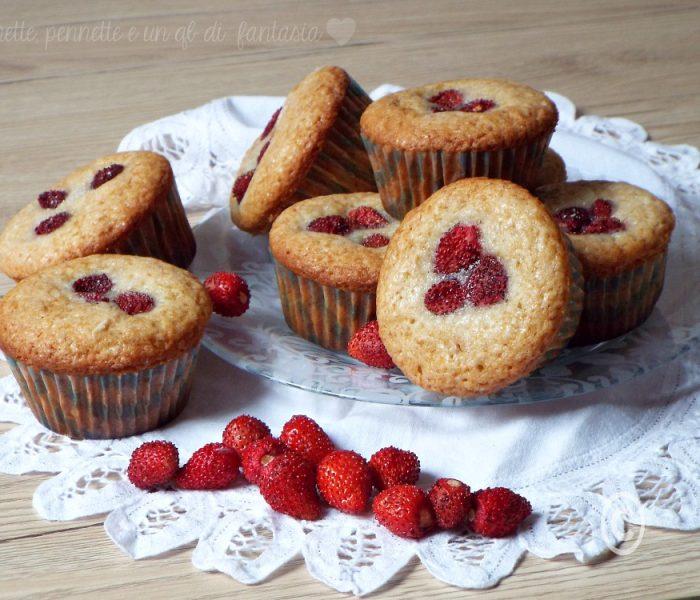 Muffin allo yogurt e fragoline di bosco.