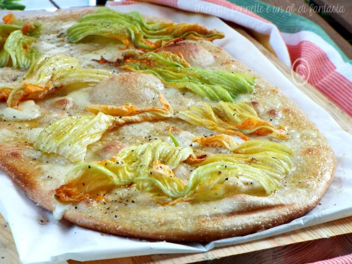 Pizza bianca  fiori di zucca