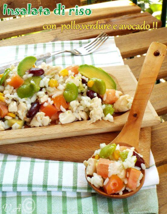 Insalata di riso con pollo, verdure e avocado