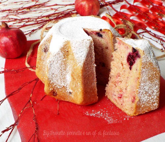 Torta pandoro alla panna con frutti rossi e alchermes