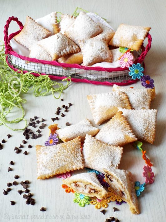 Ravioli dolci con ricotta e gocce di cioccolato