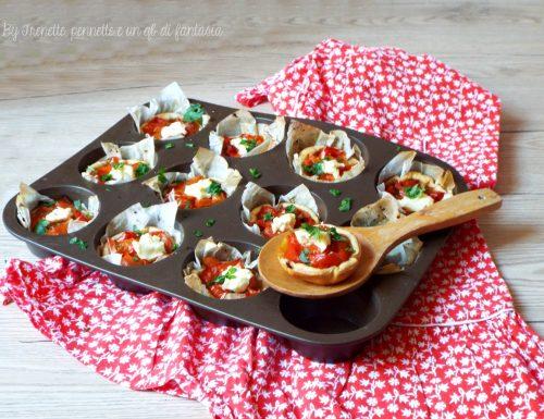 Cestini di sfoglia con peperoni e feta