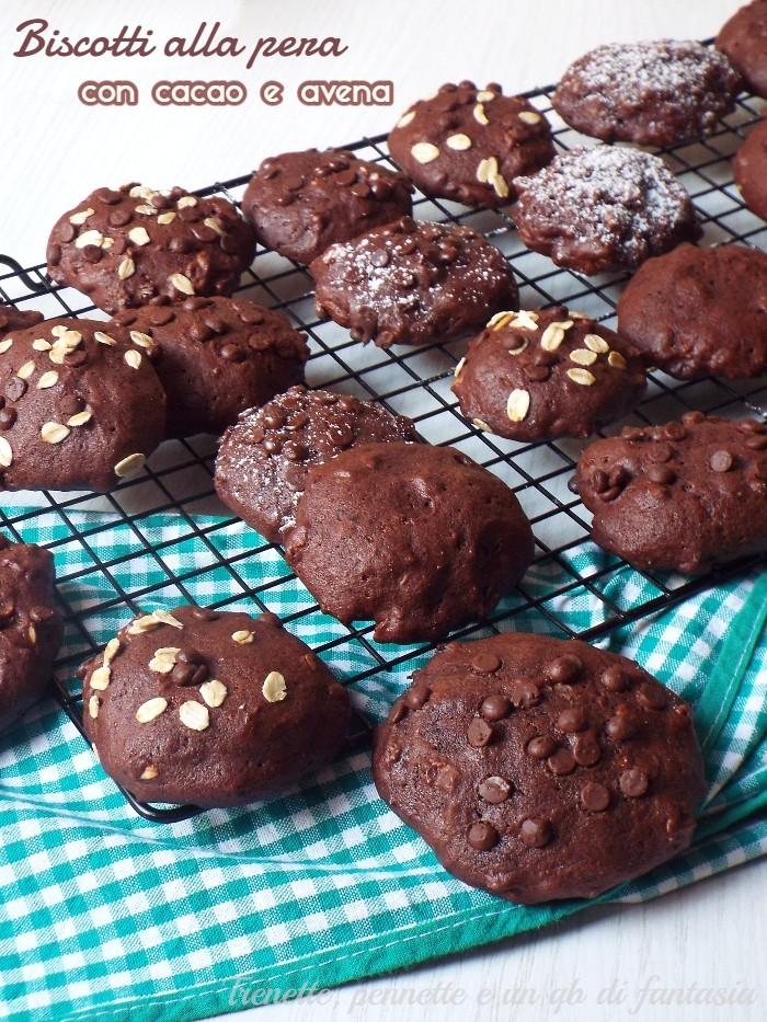 Biscotti alle pere con cacao e avena