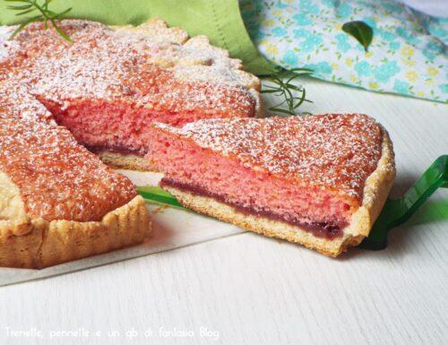 Crostata con marmellatta e pan di spagna all'alchermes