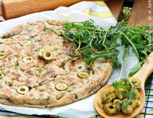 Pizza integrale olive e rucola cotta in padella