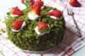 Torta agli spinaci con fragole e gocce di cioccolato