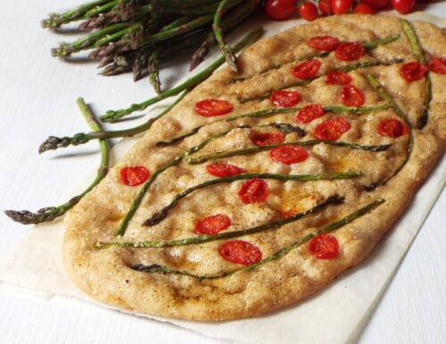 Pizza con asparagi e pomodorini